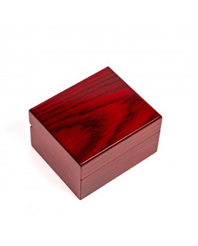 medinė solidi dėžutė tinka graviravimui